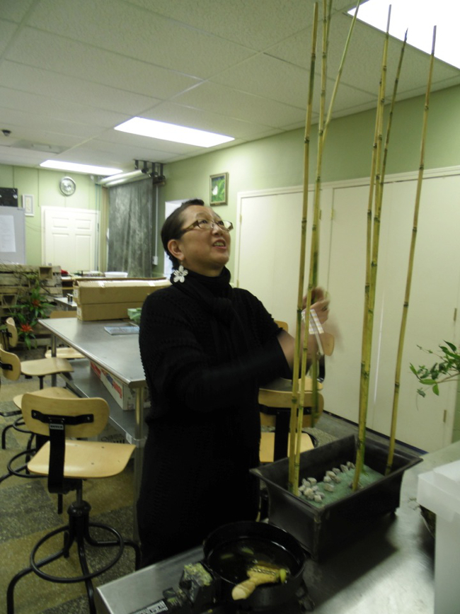 Visiting artist Hitomi Gilliam, AIFD taught students in various classes as well as designed for a community audience.  Her Artist in Residence program centered on the importance of professional floristry.