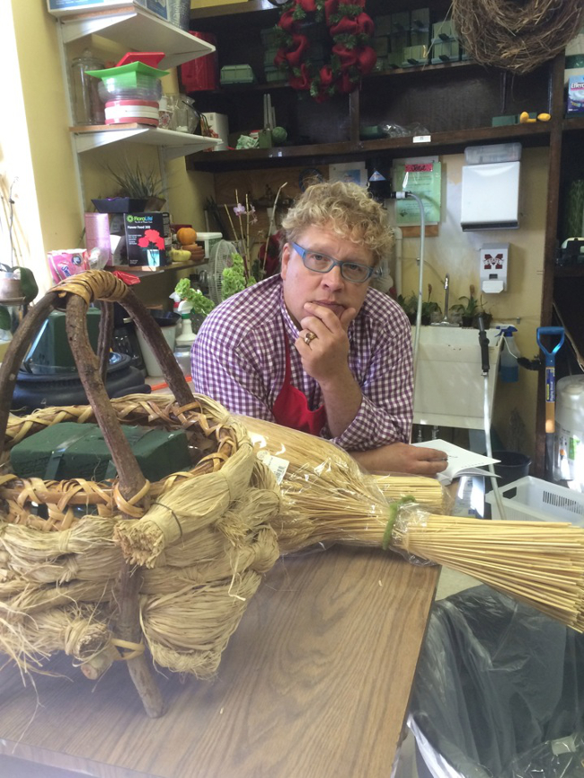 Ty Leslie, AIFD, of Charleston, South Carolina has been an AIFD Artist in Residence.  Dried floral materials courtesy Knud Nielsen Co., Evergreen, Alabama.